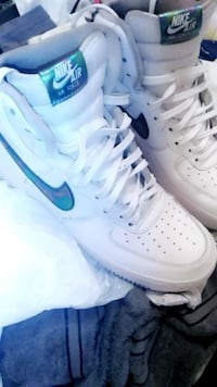 unpaired white Nike Air Force 1 low Phoenix, 85017