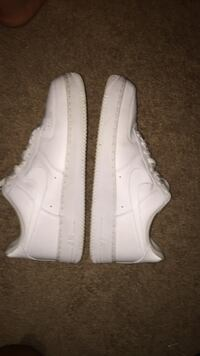 Pair of white nike air force 1 low shoes 779 mi