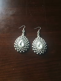 Costume jewelry earrings Savannah