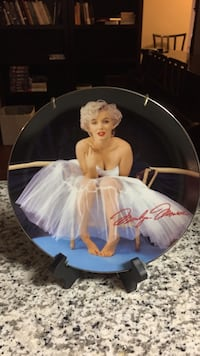 Marilyn Monroe decorative plate with stand Arlington, 22202