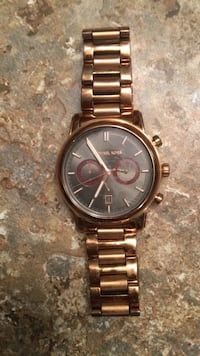 Rose gold Michael kors with broken clasp. Edmonton, T5Z 0C1