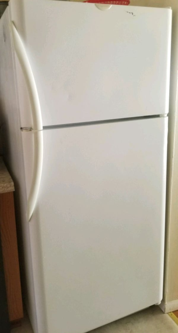 Perfect Frigidaire refrigerator ! Sanitized and Ready for pickup b101a55e-463e-436e-be02-bb3c2be47ee6