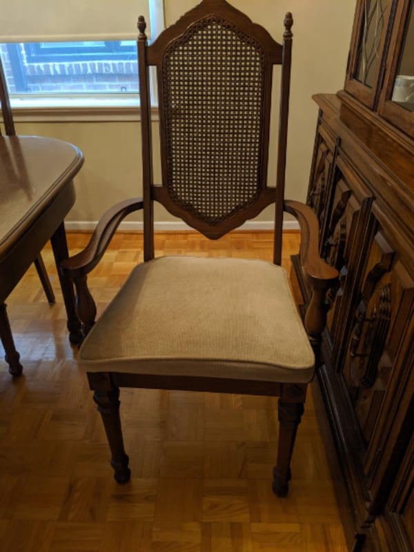 Dining Room Set (table and 6 chairs plus hutch) 8d948865-2069-40ae-988d-7a257739bf9f