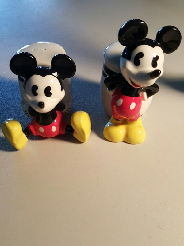 Mickey And Minnie Mouse Collectable Set!!! 291ecc2b-54c3-412d-bcc4-b91abeecb1a8