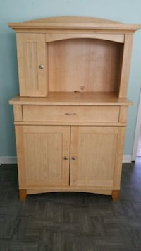Hutch  Good  condition  , see pic for details  Chicago, 60638