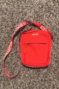 Supreme shoulder bag  Calgary, T1Y 6E7