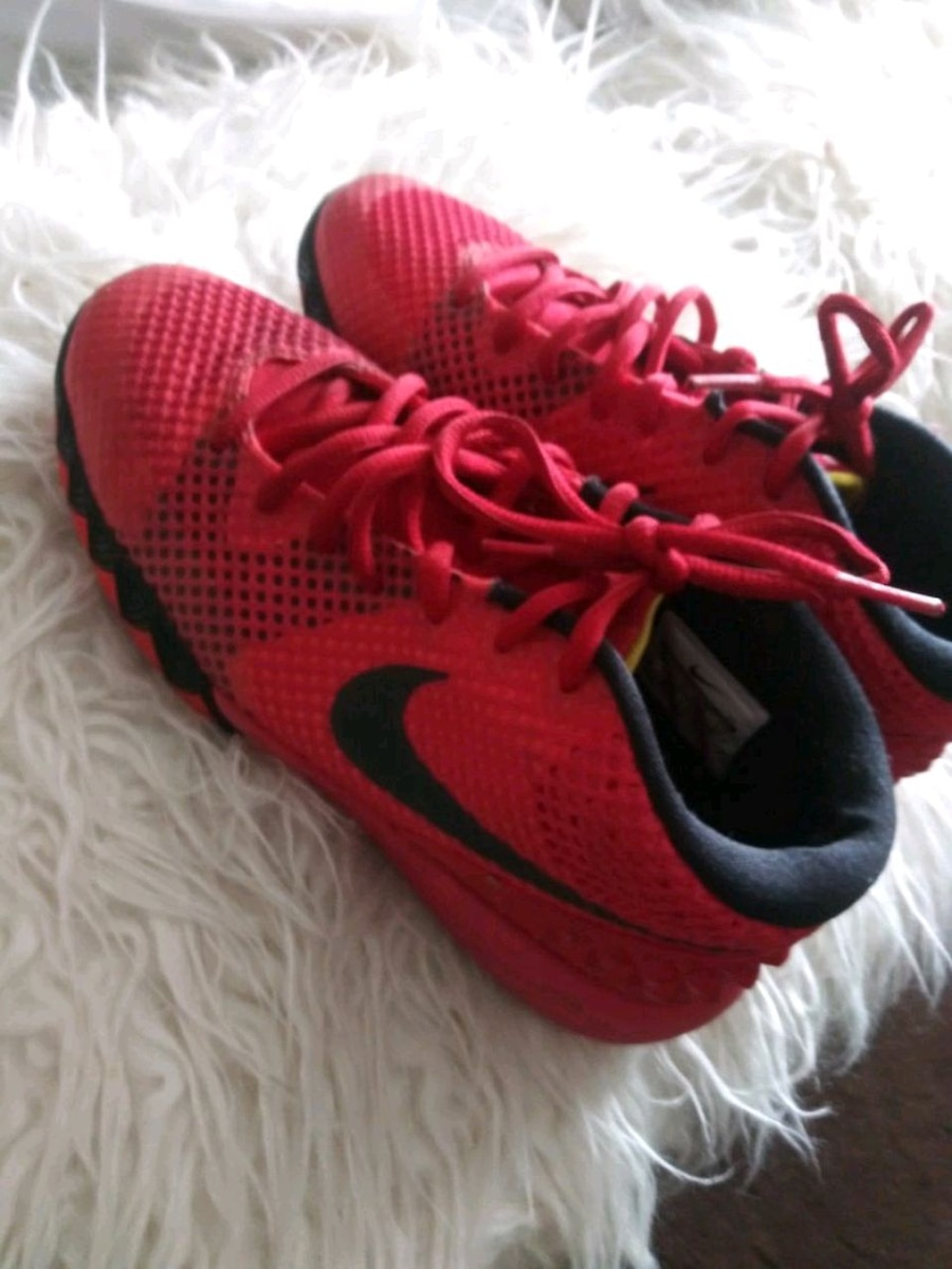 Photo All red nike Kyrie Irving