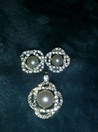 silver and white pearl stud earrings Corpus Christi, 78415