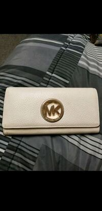 white Michael Kors leather long wallet Newport News, 23604