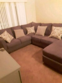 Couch sectional , Great Condition Des Moines