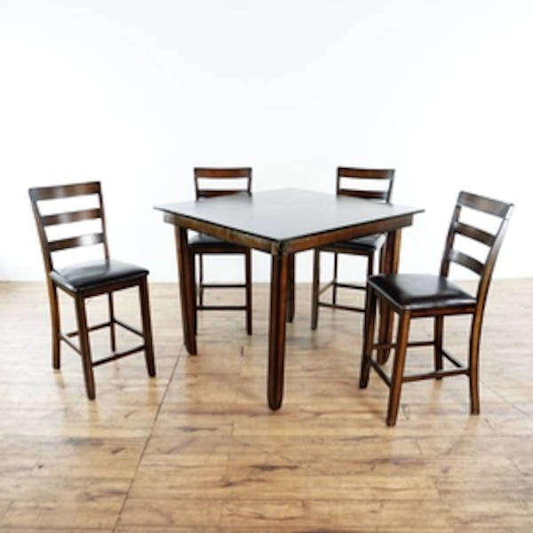 Ashley Furniture Dining Set 1019272 Usado En Venta En South San