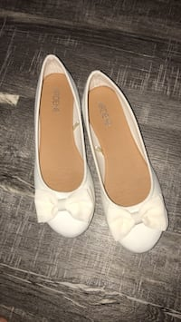 pair of white leather flats Coaldale, T1M 1G8