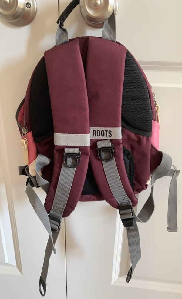 Roots hiking/ active backpack  744d17bf-8db9-43f3-b2c6-5d2db94a38af