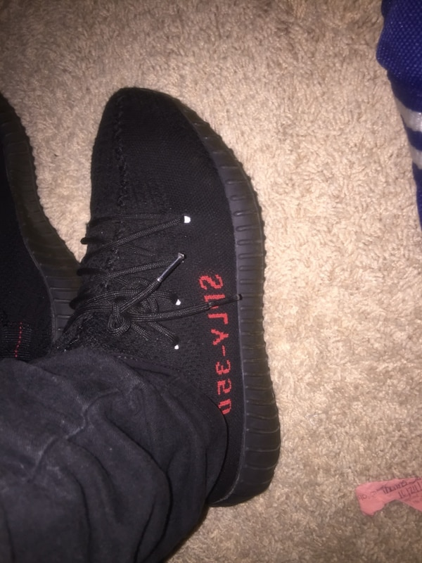 afb0b7921c6f3 Used unpaired black Adidas Yeezy Boost 350 V2 for sale in Buford - letgo