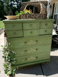 Vintage dresser, chest of drawers, accent piece  Mooresville, 28115