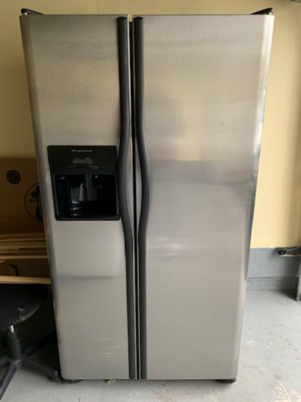 26 Cu Ft cubic fridge  cd827a74-aa5d-45c8-a6dd-4e3d2cef045f