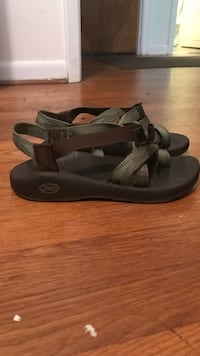 Chaco size 8 green + brown - barely worn Carrboro, 27510