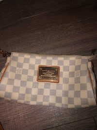 Authentic Louis Vuitton Eva clutch no strap Damier Azur VERY USED CONDITION. Bought off a consignment  Vancouver, V5R