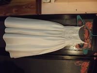 WHITE SATIN GIRLS SPECIAL OCCASION DRESS SIZE 3 .     ASKING $25.00  Hagerstown