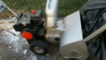 2 stage snowblower runs and works like a german tank