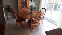 Table et chaises / table and chairs Terrebonne, J6W 5H2
