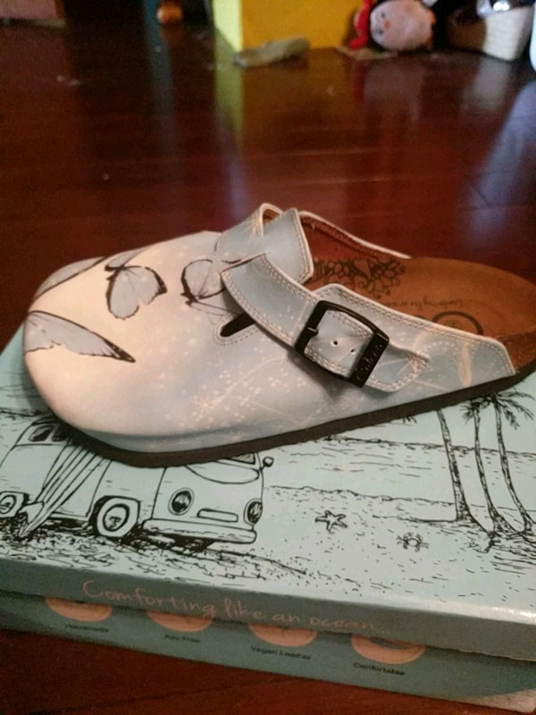 28a4f0fd5efe06 Used Caliceo clogs size 39 womens 8 for sale in Chillicothe - letgo