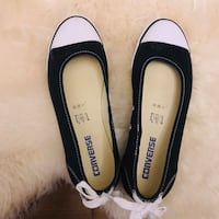 Converse Flats Size 7 NEW
