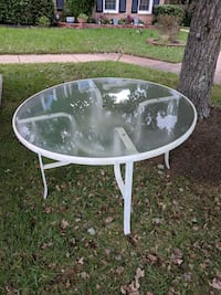 round white metal framed glass-top table Fairfax, 22033