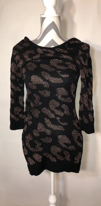 Forever 21 black and Gold long sweater Cherry Valley, 61016