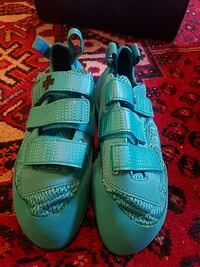 Climbing Shoes- So iLL runner style size 10 teal