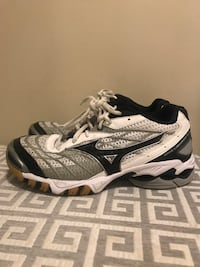 Mizuno volleyball court shoes size 7 London, N6A 1R4