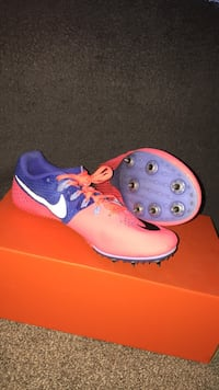 Nike rival S sprinting shoes (size 8) fit small  Nanaimo, V9T