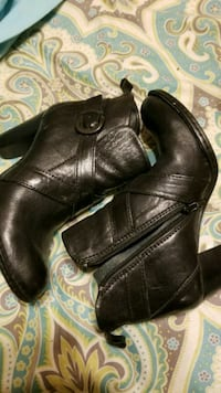pair of black leather side-zip booties Houma, 70363