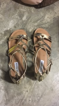Pair of women's gold steve madden metallic leather open-toe flat sandals. size 6.5. worn once Wilmington, 28405