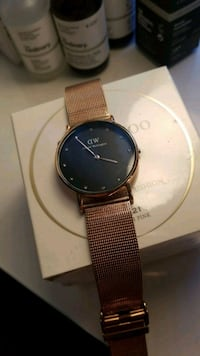 Daniel Wellington rose gold with crystals Richmond, V6X 3P9
