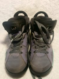 pair of gray-and-black basketball shoes Caseyville, 62232