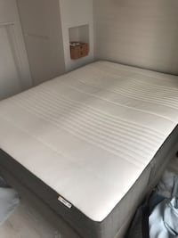 white and gray bed mattress 温哥华, V6Z 1W1