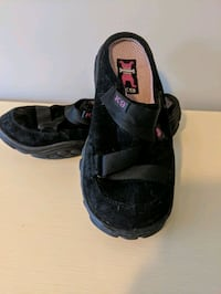 Slip on black leather runners Coquitlam, V3J 2X9