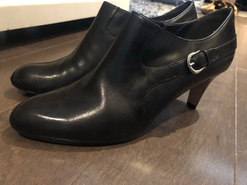 Authentic Cole haan heels w/Nike Air soles ~ size 10 ~ retailed $500+ a975986a-8b1b-4cd3-a377-c43791fbe466