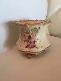 Hand painted England ceramic floral pot Toronto, M2R 3N1