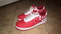 Pair of red nike low-top sneakers Indianapolis, 46222