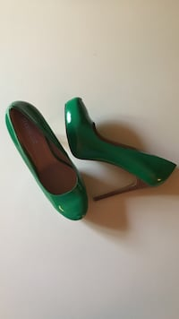 SIZE: 11. NEW. Green patent pumps. Winchester, 22602