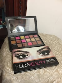 Huda Beauty Textured Eye Shadow palette Toronto, M1P