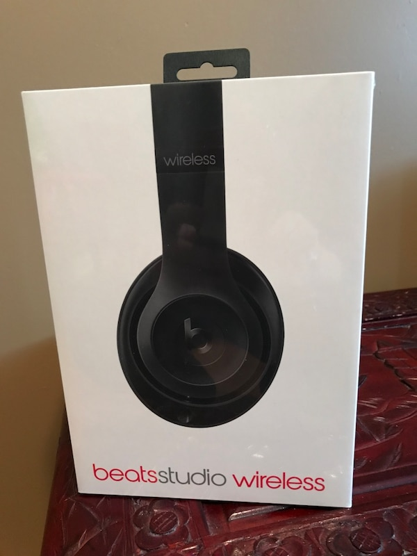 Beats 3 studio wireless new in a box