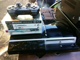 80GB PS 3 BUNDLE WITH 5 GAMES