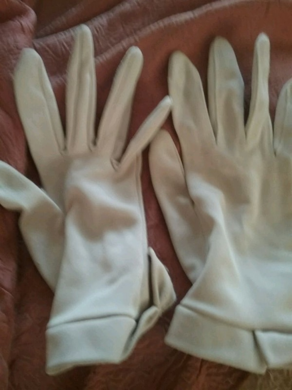 Ladies tan gloves small