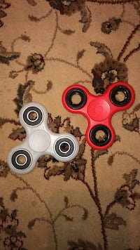 2 figet spinners  Hamilton, L0R 1H1