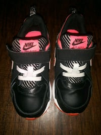 ***GIRL'S SIZE 9C NIKE SHOES!*** Dallas