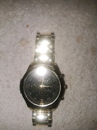 round silver chronograph watch with link bracelet Queens, 11106