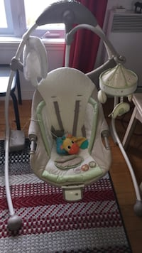 baby's white and gray swing chair Québec, G2G 1M3
